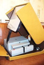 продам диапроектор «Свитязь»со встроенным экраном.СССР